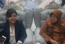 Sekretaris Jenderal (Sekjen) PSSI, Ratu Tisha Destria saat bertemu wali kota Surabaya Tri Rismaharini