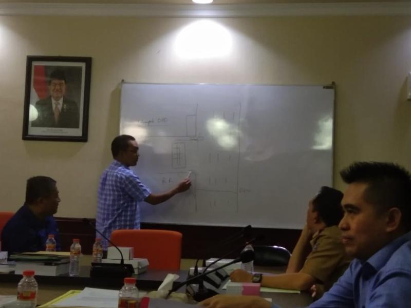 Machmud saat hearing dikomisi A DPRD Surabaya