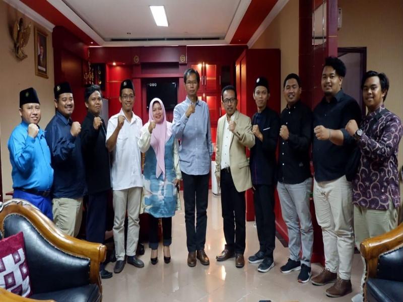 Perwakilan Pemuda Muhamadiyah saat usai melakukan audiensi dengan pimpinan DPRD Surabaya