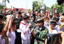 Wali Kota Risma bersama anak-anak saat seusai upacara peringatan hari pahlawan