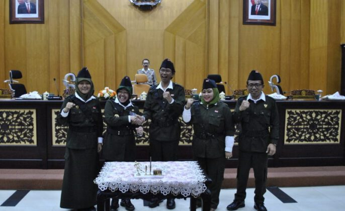 Ketua DPRD Surabaya Wakil Wali Kota Surabaya, bersama unsur Pimpinan DPRD Surabaya seusai Penandatanganan APBD Surabaya 2020
