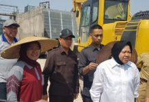 Wali kota surabaya tri rismaharini saat sidak dirumah pompa sumberrejo