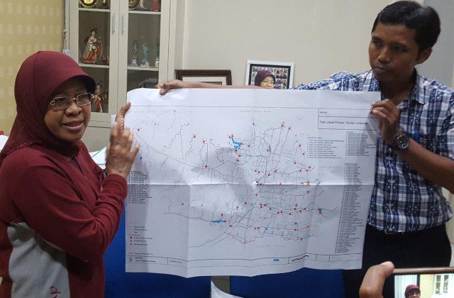 Kepala Dinas PU Kota Surabaya saat memberikan keterangan kepada media