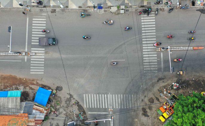 Traffic-Light-pada-persimpangan-ini-juga-berfungsi-sebagai-opsi-jalan-bagi-masyarakat-dari-arah-barat-yang-akan-mengarah-ke-timur.