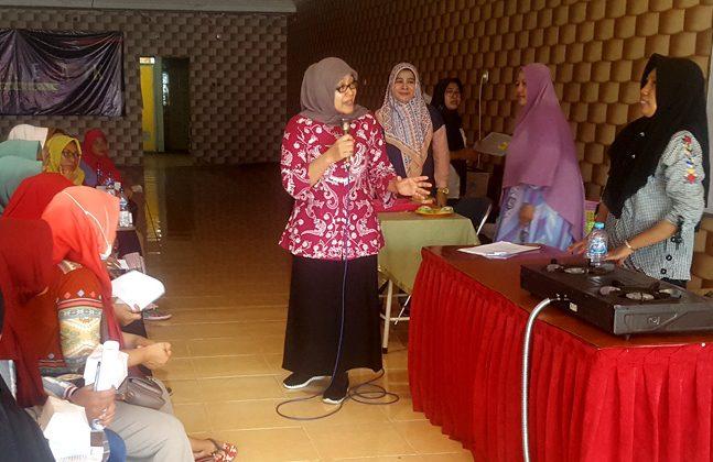 Kepala dinas perindustrian dan perdagangan kota Surabaya, saat menjadi pembicara dalam program pendampingan Pemkot surabaya