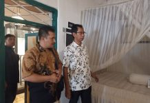 Ketua Komisi A DPRD Provinsi DIY bersama ketua DPRD Surabaya saat mengunjunhi rumah bung Karno di Surabaya