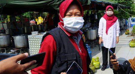 Wali Kota Surabaya, Tri Rismaharini merasa kecewa lantaran mobil laboratorium yang sedianya digunakan untuk surabaya dialihkan kedaerah lain