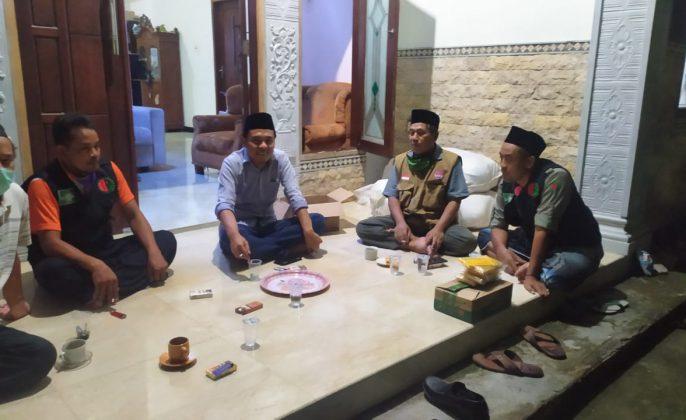 Wadul - Ketua Fraksi Golkar Arief Fathoni saat menerima sejumlah toko masyarakat gunung Anyar