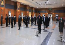 Rotasi - Pejabat Pemkot Surabaya mengikuti Sumpah janji saat pelantikan pejabat dilingkungan Pemkot Surabaya