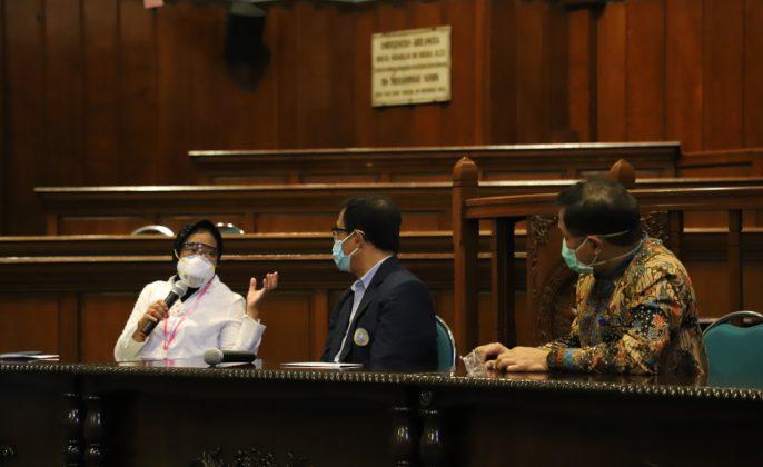 Wali Kota SUrabaya Tri Rismaharini saat PPDS (Peserta Program Pendidikan Dokter Spesialis) kepada Fakultas Kedokteran (FK) Universitas Airlangga (Unair) Surabaya.